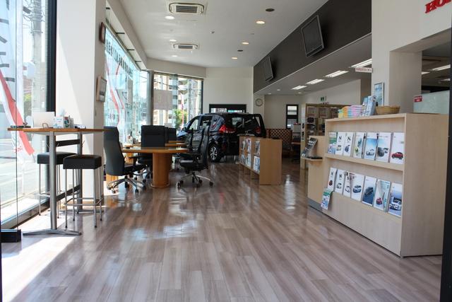 Honda Cars 西大阪 岸里店の写真